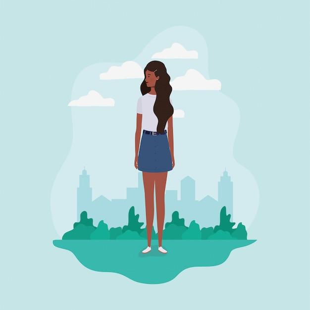 Jeune et belle fille afro dans le personnage de paysage