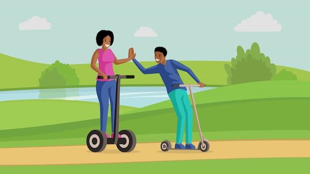 Jeune couple, amis, équitation, scooters, près, rivière, plat, illustration. amitié, divertissement, loisirs actifs, repos ensemble. sourire, homme femme, sur, coup de pied, scooters, dessin animé, caractères