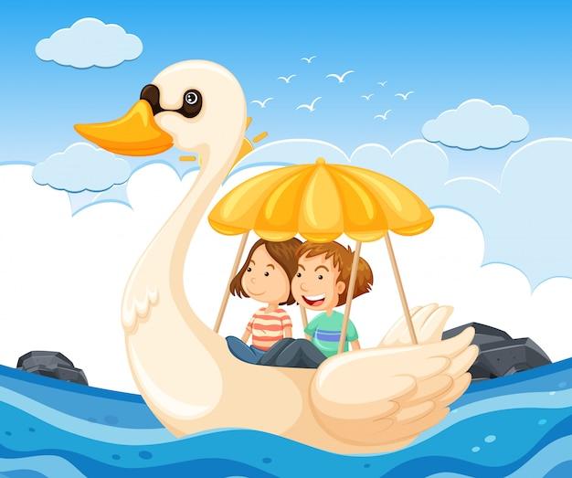 Jeune couple sur un bateau cygne