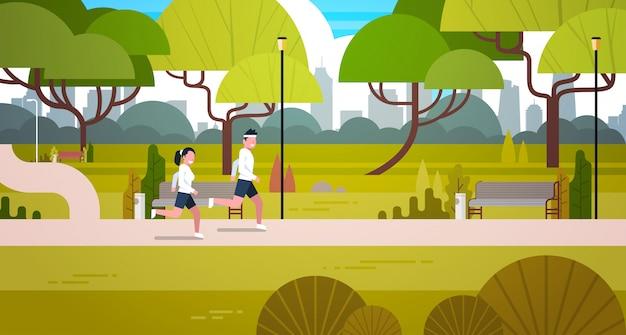 Jeune couple, jogging, dehors, dans, moderne, parc public