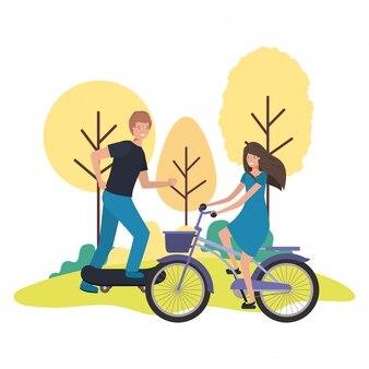 Jeune couple pratiquant des personnages sportifs