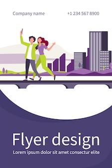 Jeune couple prenant selfie sur pont avec paysage urbain