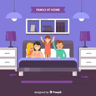 Jeune famille à la maison
