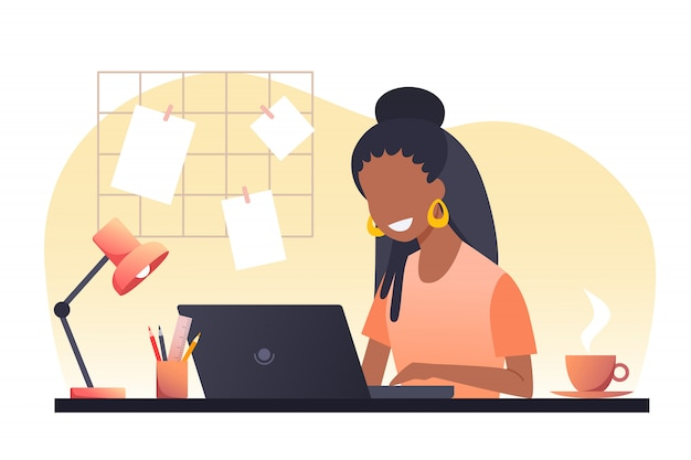 Une jeune femme aux cheveux noirs travaille sur un ordinateur portable. travail à domicile. free-lance. illustration.
