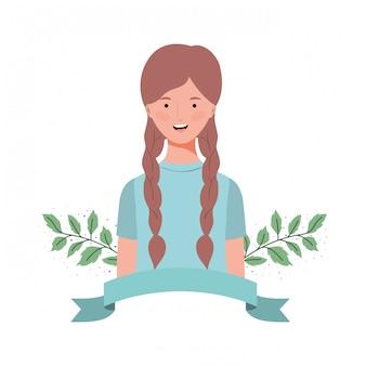 Jeune femme avec des branches et des feuilles