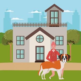Jeune femme avec un chien mignon en plein air de la maison