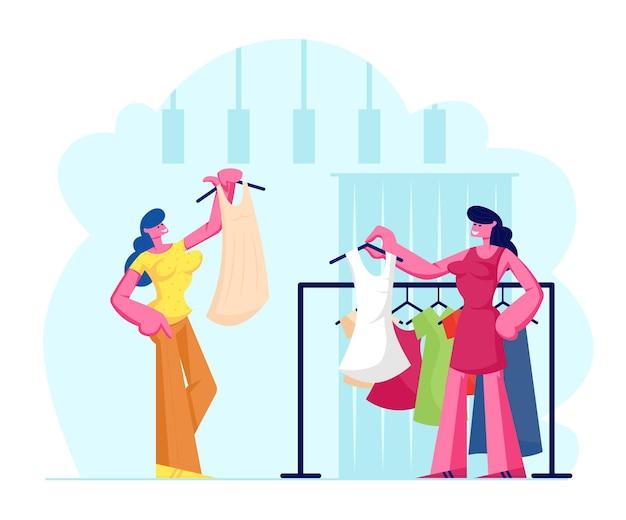 Jeune femme choisissant une robe à la mode en magasin, vendeuse offre un vêtement de nouvelle collection debout près de cintre