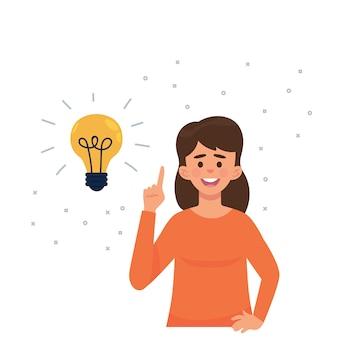 Jeune femme a une idée fraîche avec ampoule