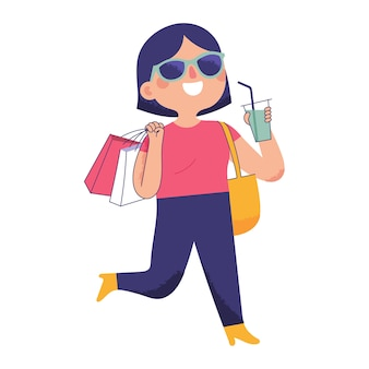Jeune femme marchait avec bonheur en portant un sac de courses et une boisson fraîche