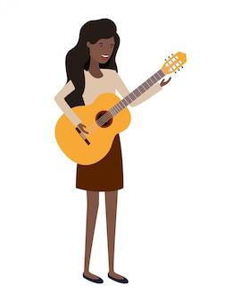Jeune femme avec personnage de guitare