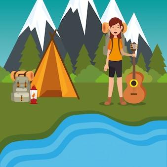 Jeune femme scout dans la zone de camping