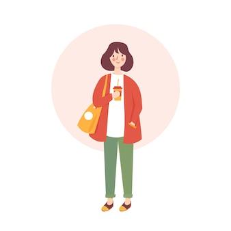 Jeune femme tenant un personnage de café