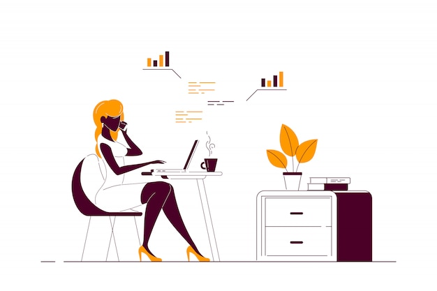 Jeune femme travaillant sur ordinateur au bureau