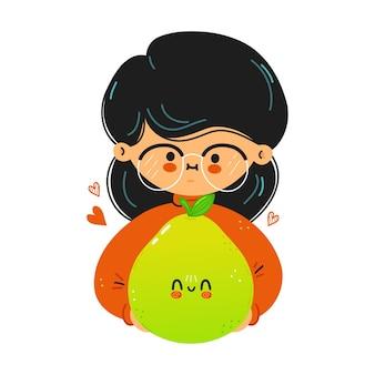 Jeune fille drôle mignonne tenir pomelo à la main
