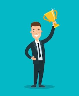 Jeune homme d'affaires souriant plat tenant le trophée d'or