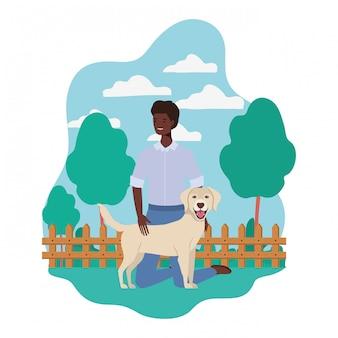 Jeune homme afro avec une mascotte de chien mignon dans le camp