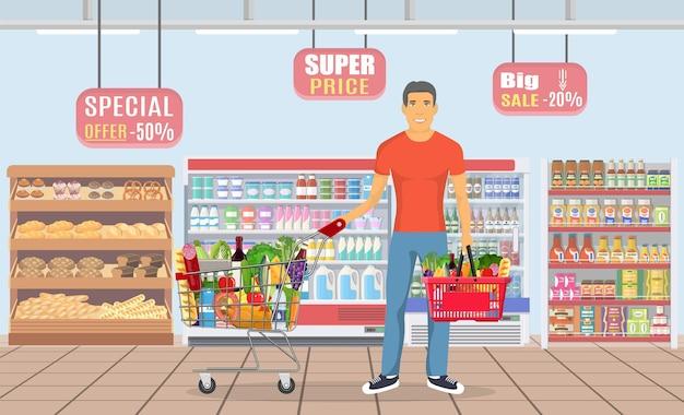 Jeune homme faisant ses courses