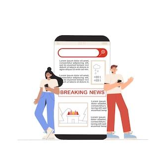 Jeune homme et femme regardant les dernières nouvelles sur l'écran du téléphone.