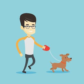 Jeune homme marchant avec son chien.