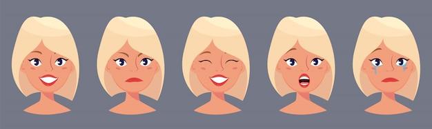 Jeune jolie femme blonde