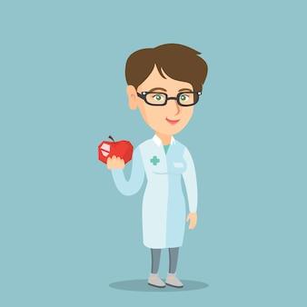 Jeune nutritionniste caucasien offrant des pommes fraîches.