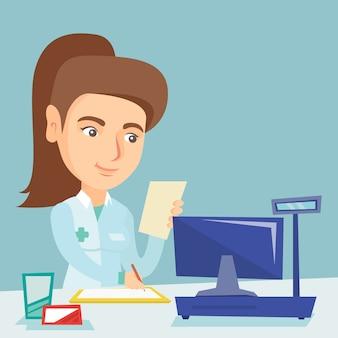 Jeune pharmacien caucasien écrit sur ordonnance.