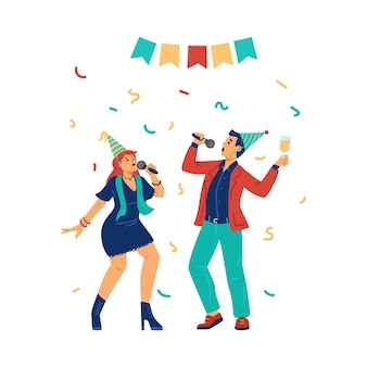 Des jeunes amusants tenant des microphones chantent des chansons de vacances au karaoké ou à la fête