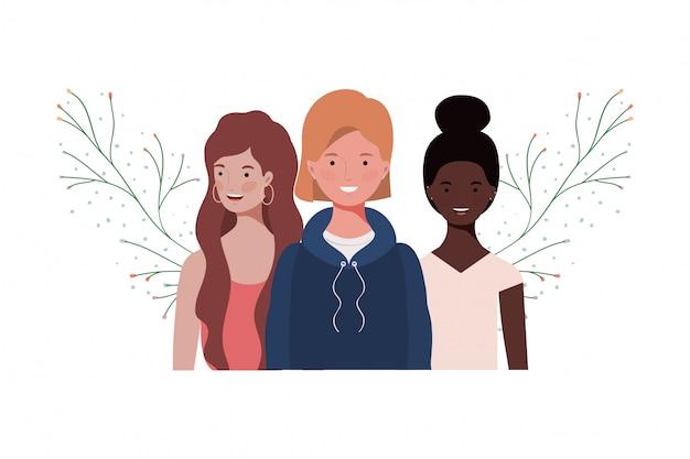 Jeunes femmes avec des branches et des feuilles