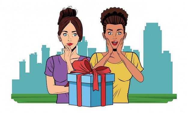 Jeunes femmes avec un coffret cadeau pop art