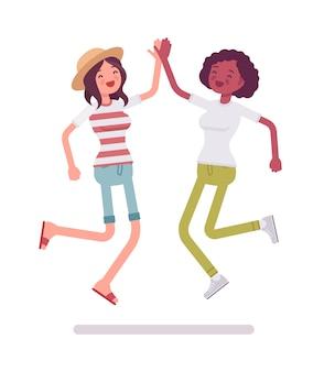 Jeunes femmes, sauter, donner, élevé, cinq