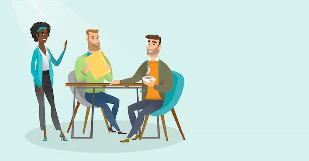 Jeunes hommes d'affaires multiraciales lors d'une réunion.