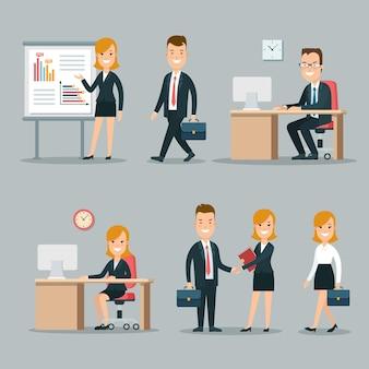 Jeunes hommes d'affaires souriants plats sur les lieux de réunion et de travail
