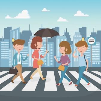 Jeunes marchant dans la rue des personnages