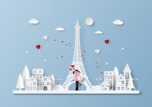 Joli couple en ville avec la tour eiffel