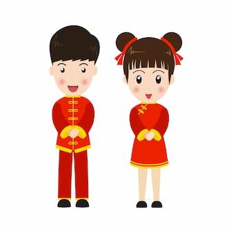 Joli garçon et fille en costume chinois