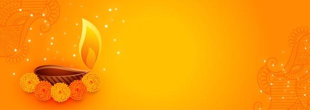 Jolie bannière de diwali avec de belles fleurs et une lampe de diya