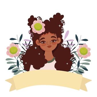 Jolie femme afro avec fleur dans les cheveux bouclés et ruban