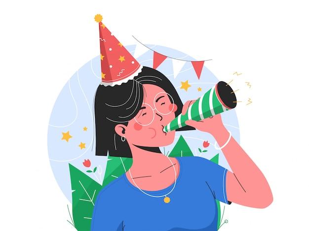 Jolie fille d'anniversaire soufflant de la trompette pour célébrer son anniversaire