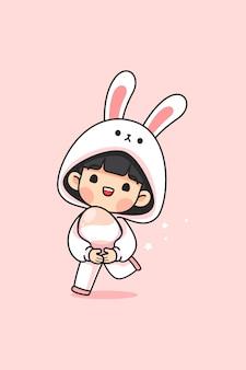 Jolie fille en costume de lapin porte oeuf de pâques et courir sur rose