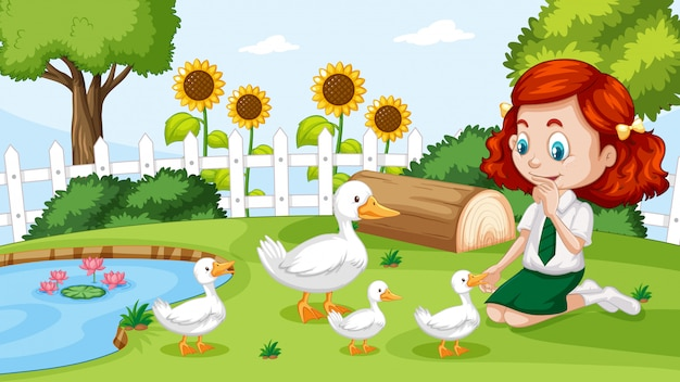 Jolie fille jouant avec le canard