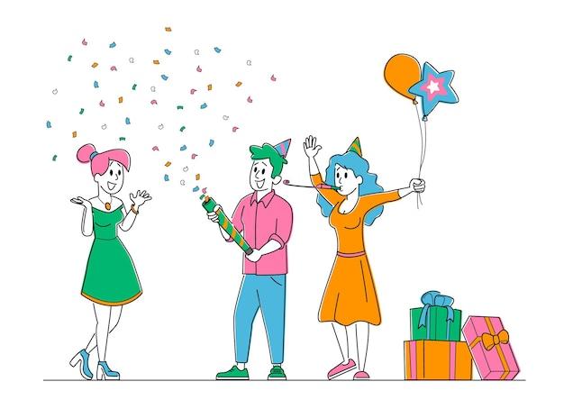 Jolie fille joyeuse étonnée avec des amis fête surprise pour son anniversaire.