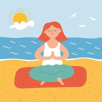 Jolie fille en pose d'yoga sur la plage de sable. pratiquer le yoga et méditer au bord de la mer.