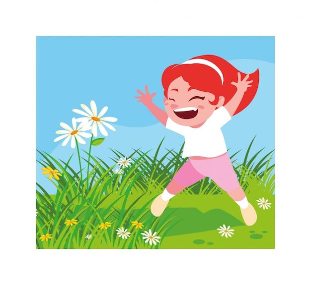 Jolie fille souriante et jouant à l'extérieur
