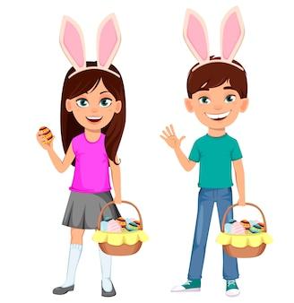 Jolie fille tenant un oeuf et un panier d'oeufs et un garçon agitant la main