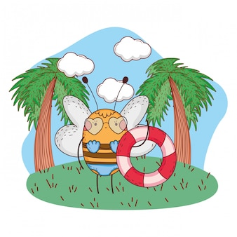 Jolie petite abeille avec maillot de bain et flotteur dans le camp