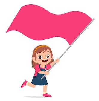 Jolie petite fille courir et tenant le drapeau