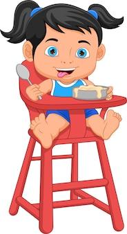 Jolie petite fille mangeant sur une chaise