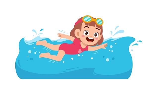 Jolie petite fille nage sous l'eau pendant les vacances d'été