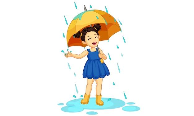 Jolie Petite Fille Avec Parapluie Profitant De La Pluie Belle Illustration Vecteur Premium