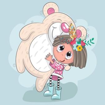 Jolie petite fille tenant une caricature d'ourson dessinée à la main